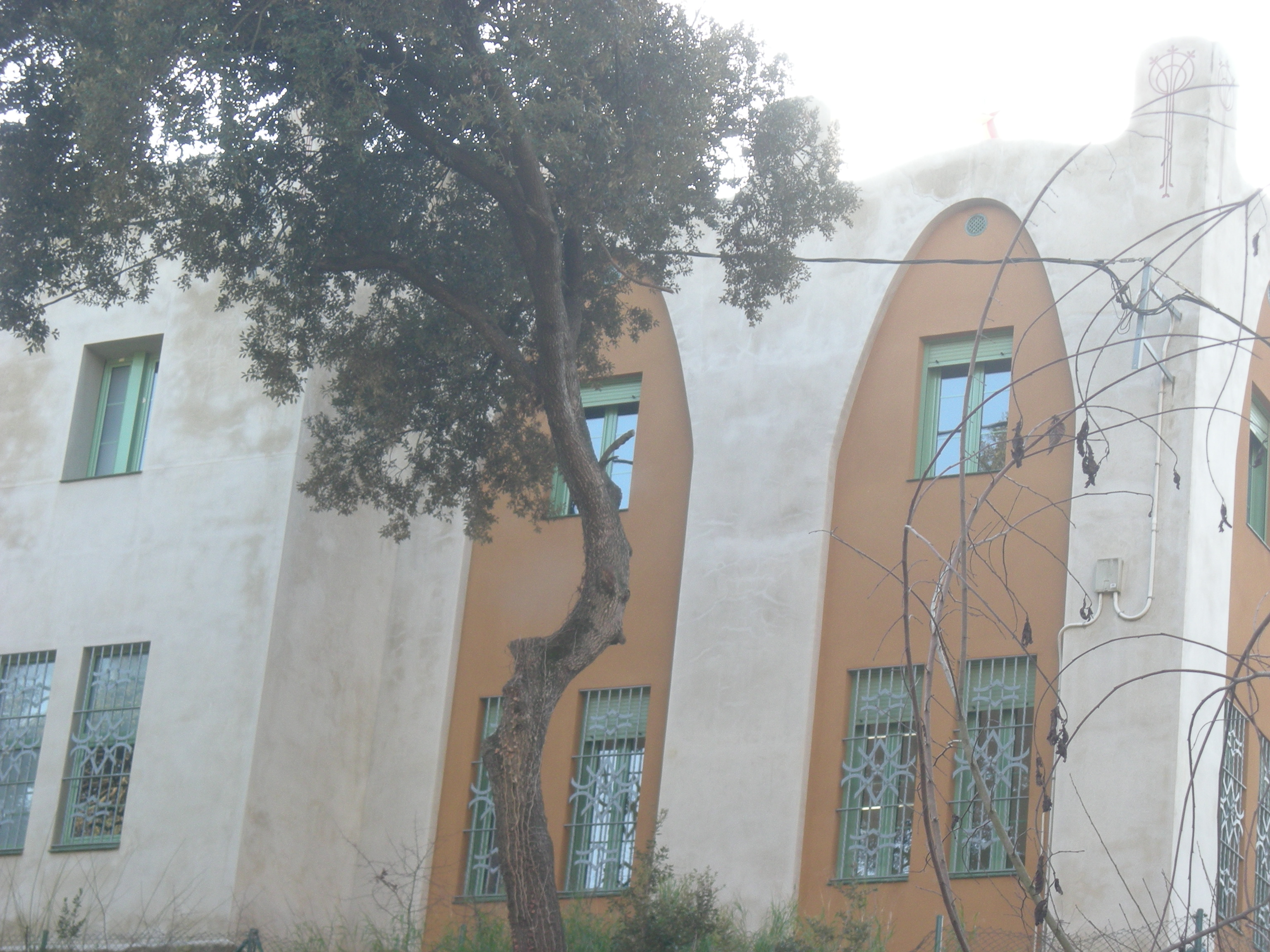 Can Sissí - abeurador i torre modernista - camí del Cama-sec, 5 (2)