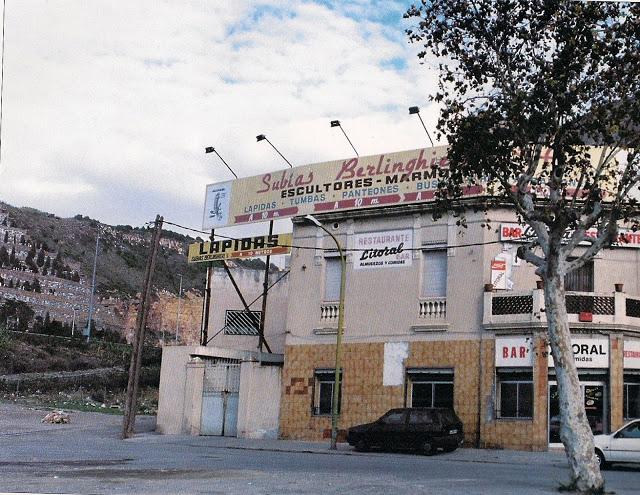 Can Tunis una tienda de lápidas de mármol de Subías Berlinghieri.(P.E.-G.H.)