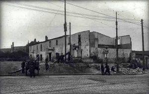 Enderrocament d'una casa a prop de Plaça d'Espanya, 1923 (2)
